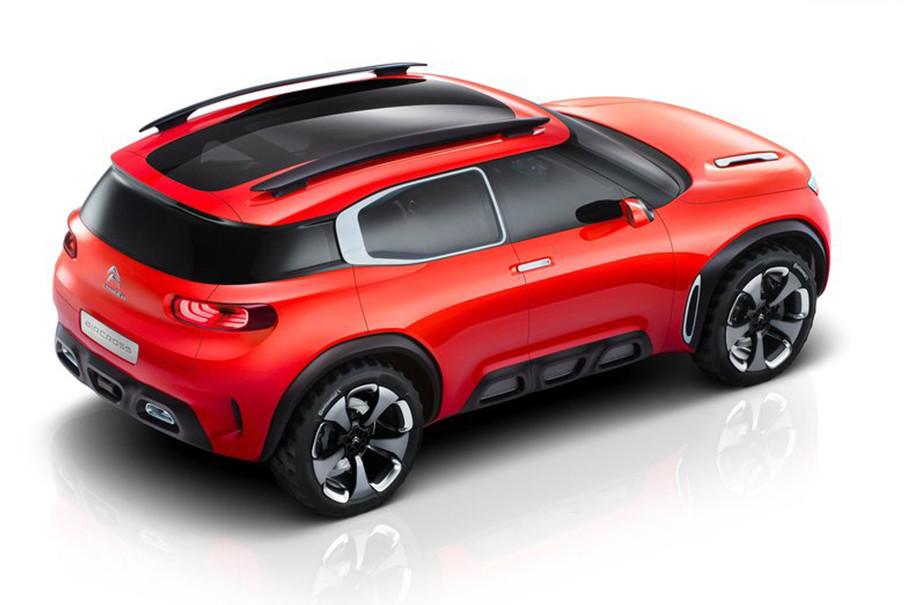 """由于借鉴了雪铁龙天逸概念车的设计,天逸C5在外观和内饰造型方面体现着雪铁龙品牌最新的家族风格。其中""""天""""代表自由与想象,""""逸""""代表愉悦与享受。"""