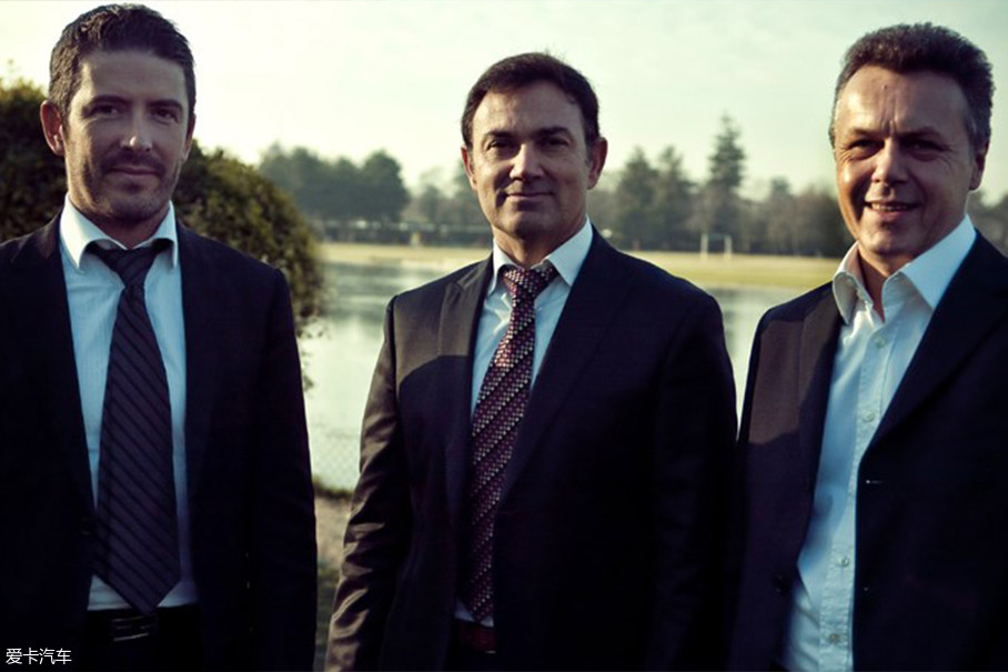 这个设计团队由标致设计主管吉尔斯·维达尔Gilles ViDAL(左),PSA设计总监Jean PierrePloué(中)以及雪铁龙设计主管Thierry Metroz(右)三人组成。