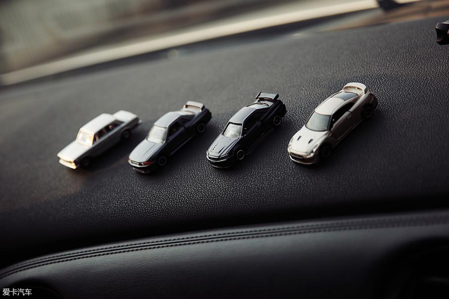 四辆TOMICA车模不仅代表了GT-R历史的传承,同时也代表了车主对GT-R精神的不懈追求。