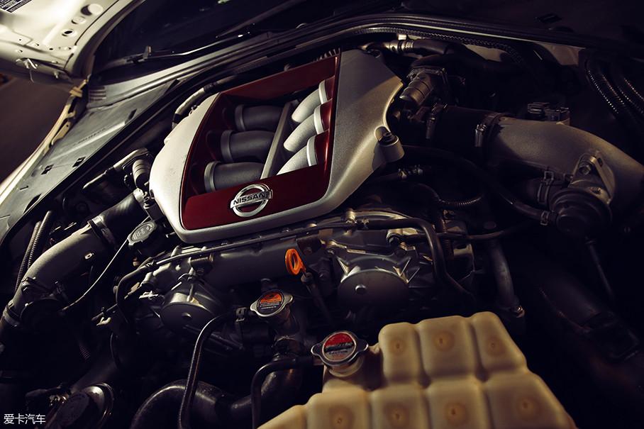VR38DETT发动机选择了入门级的478kW(650Ps)的升级套装,除此之外,F.I.S.T Auto还提供750、850两个更高阶版本。
