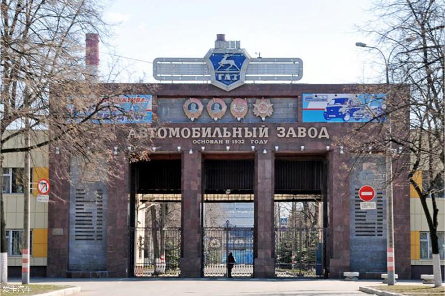 """然而说起俄罗斯的汽车工业,我想老一辈对俄罗斯(苏联)的汽车工业一定不陌生。与中国人民最亲近的俄罗斯汽车品牌非GAZ莫属,也有人叫它""""嘎斯""""、""""金鹿""""。"""