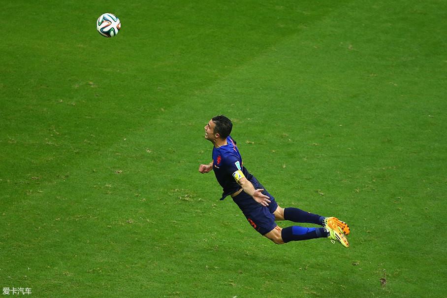除了罗本,范佩西也是荷兰队的核心之一。他代表荷兰队出征了三届世界杯及两届欧洲杯,2013年他成为了荷兰队的队长。
