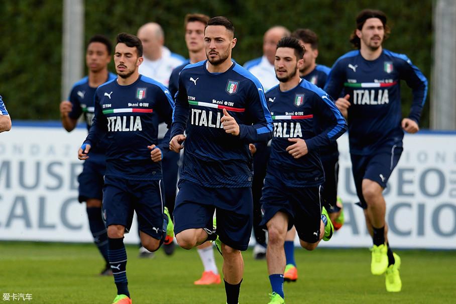 最后,我们来说说压轴的意大利队。说实话作为一支豪门中的豪门,意大利队的淘汰击碎了不少球迷的心,这也是60年来首次无缘世界杯。