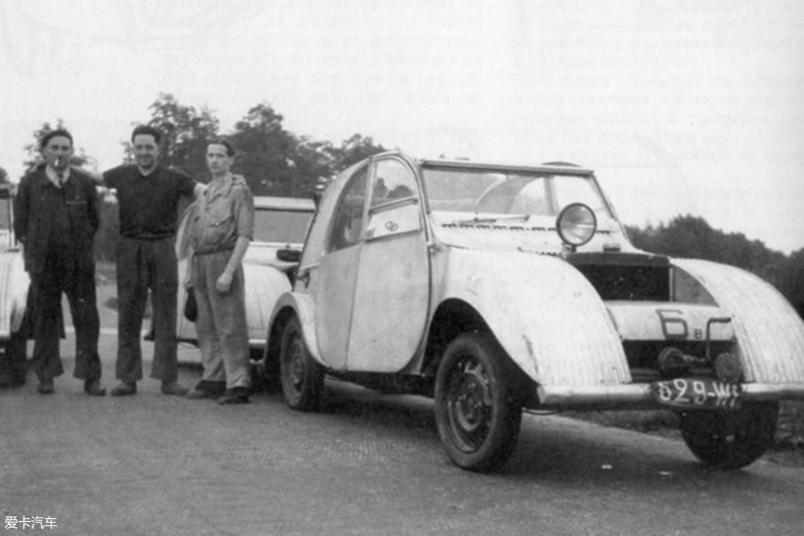 然而还没等它在市场上大显身手时,二战来临了。不想与纳粹德国合作的TPV项目组成员,将仅有的几辆原型车藏得藏、毁得毁,为的就是不想将TPV变为战时甲壳虫那样的命运。