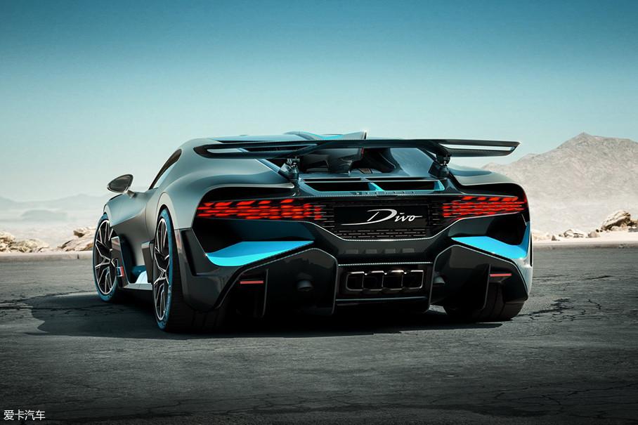 车尾的夸张大尾翼已不足为奇,中置四出排气口也代表着它性能上的不凡。一台最大输出功率1103kW(1500Ps)的8.0L四涡轮增压W16发动机,也是现代布加迪最经典的驰名点。