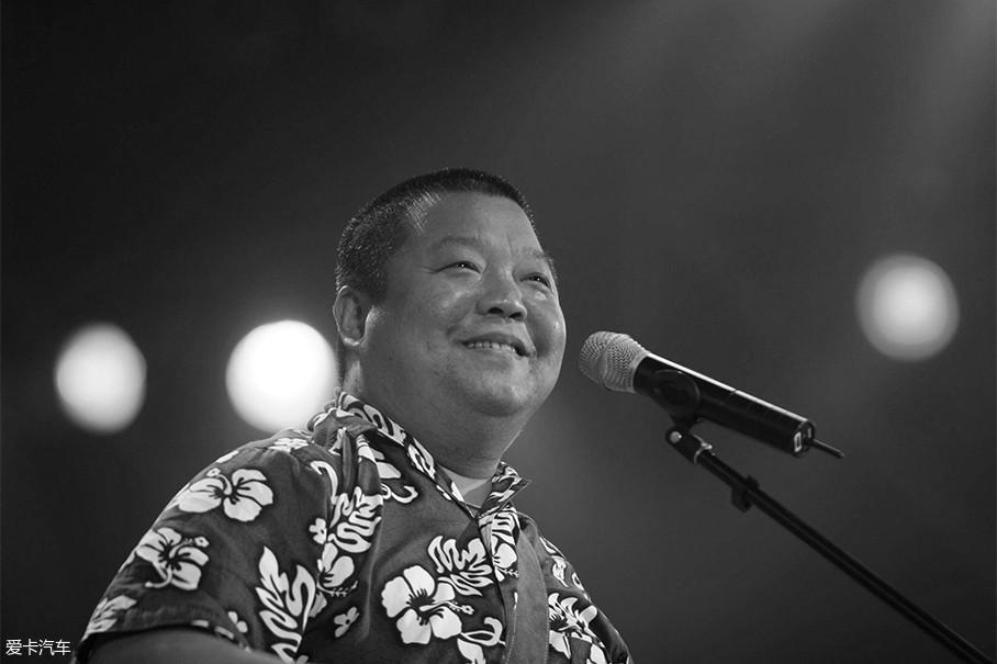 臧天朔,出生于北京市,中国内地摇滚乐歌手,代表作有《朋友》、《等待那一天》、《大悲咒》、《心的祈祷》。2016年9月28日,担任系列电影《萧墅老人》的总监制。
