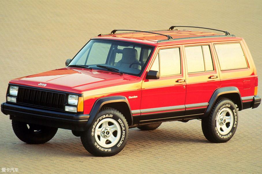 随后在1996年,臧天朔除了那台212后,又添置了一台纯正美系越野——动力更强的六缸切诺基。但可能臧天朔更喜欢212,以至于添置新车后,他的日常座驾依旧是212。