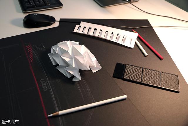 a7灯光的设计灵感来源:菱形格纹,折纸以及象征着数字化的光栅结构.