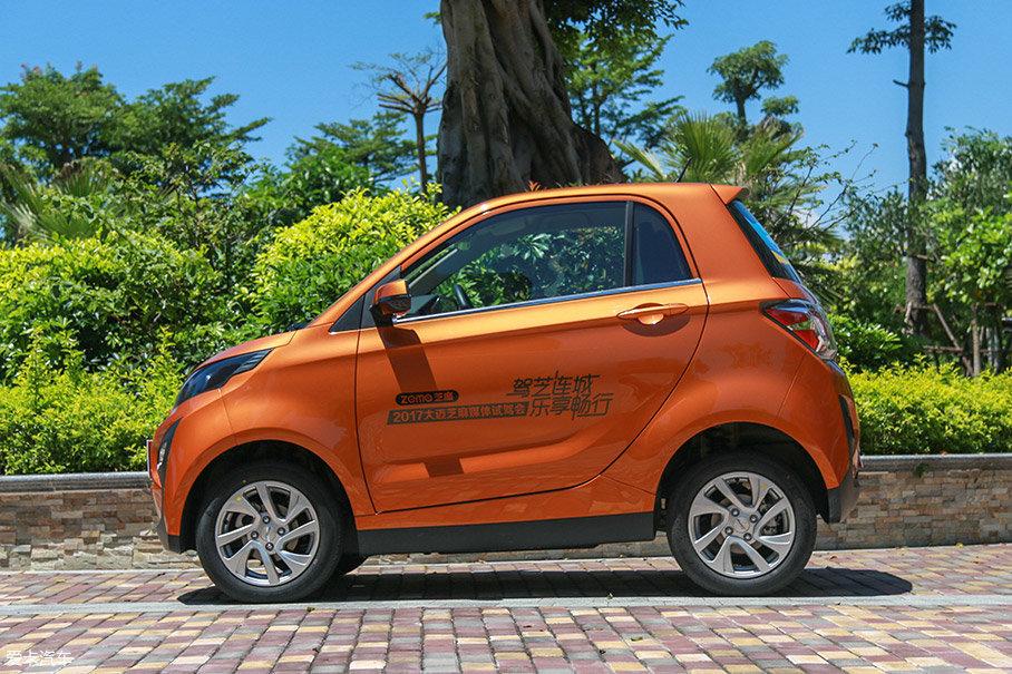 众泰大迈芝麻和众泰旗下另一款电动汽车E200类似,都属于3门2座。车身尺寸为2798mm/1563mm/1572mm,轴距为1765mm。