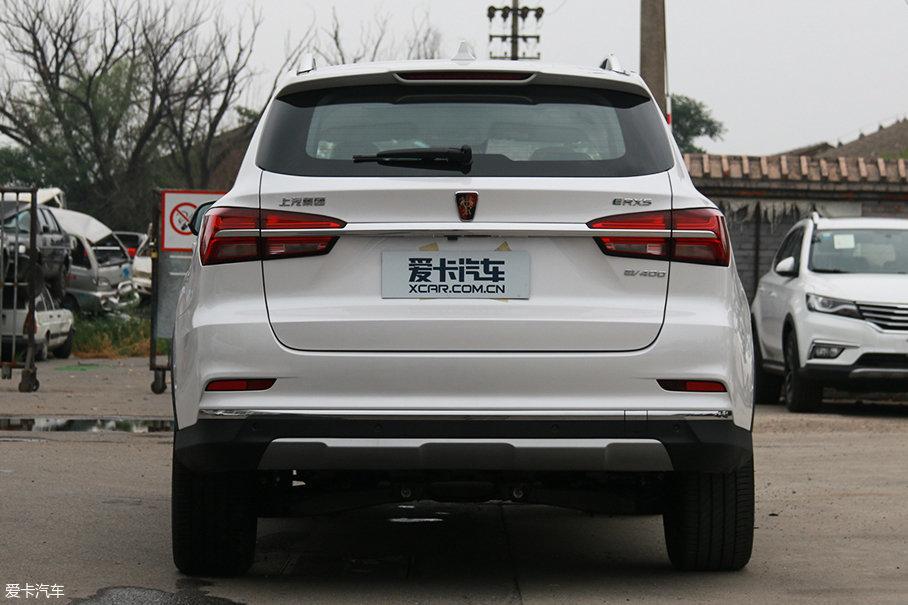 如果不是消失的排气管,从尾部看荣威ERX5和荣威RX5几乎分辨不出来。干练有力的设计造型,也让荣威ERX5在一众中国品牌电动车型中脱颖而出。