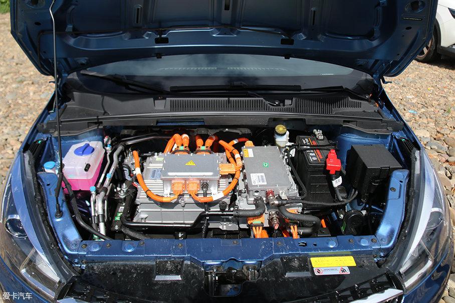 艾瑞泽5e搭载一台最大功率90kW(122Ps),峰值扭矩276Nm的电动机。官方数据0-50km/h加速为4.8s,0-100km/h加速为10.8s。