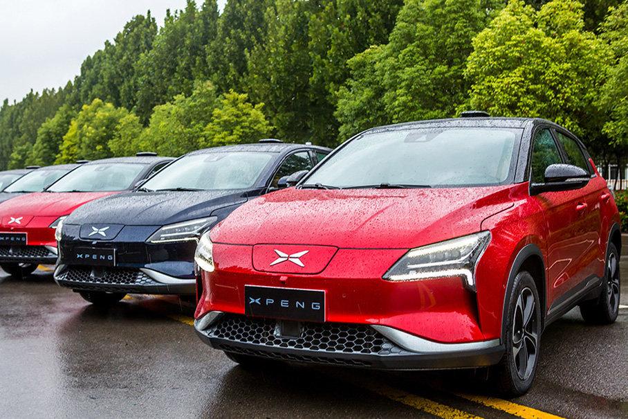 小鹏汽车的综合工况续航里程只有300km,比竞争对手们低了一截,但是它的售价较低,补贴前不到20万元,还是挺有竞争力的。