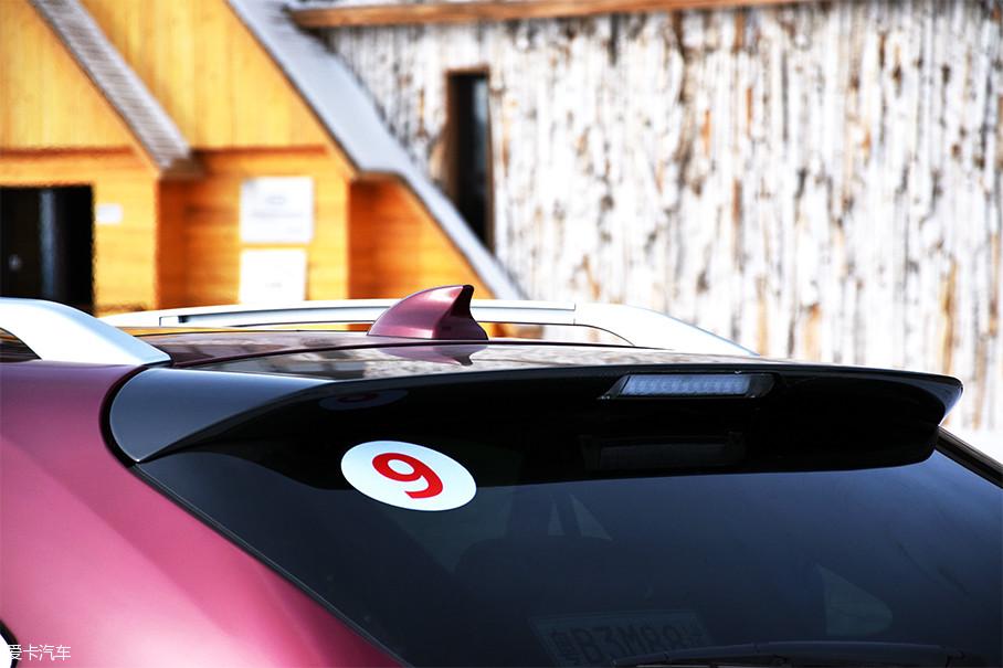 百公里加速时间4.9s,纯电动续航里程达到100km,百公里油耗1.9L,还提供7座车型,比亚迪唐100是一款让人不得不称赞的混动车。