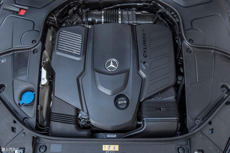 奔驰最新的代号为M256的直列六缸发动机,目前这款发动机搭载在中期改款奔驰S级上。