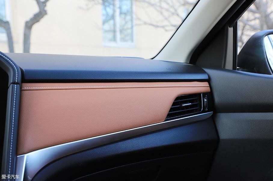 全新启辰T70大量使用了搪塑工艺,不同饰板的接缝也做的相当细致,合资水准的做工再一次体现的淋漓尽致。