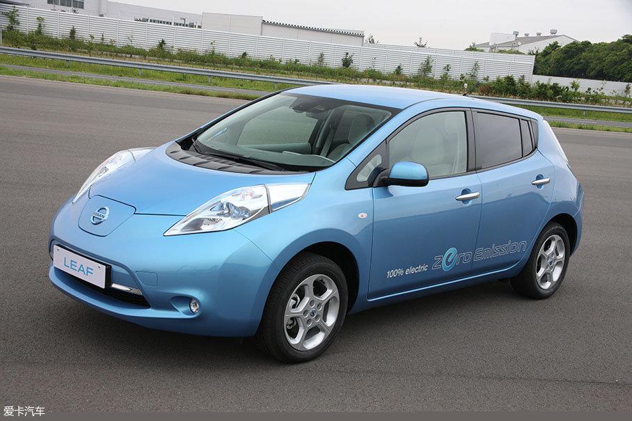 上一代聆风是电动汽车发展史上一个里程碑,自2010年上市以来,它已经在49个国家和地区卖出了超过30万辆。值得一提的是,它还以启辰晨风的身份进入到了中国市场。