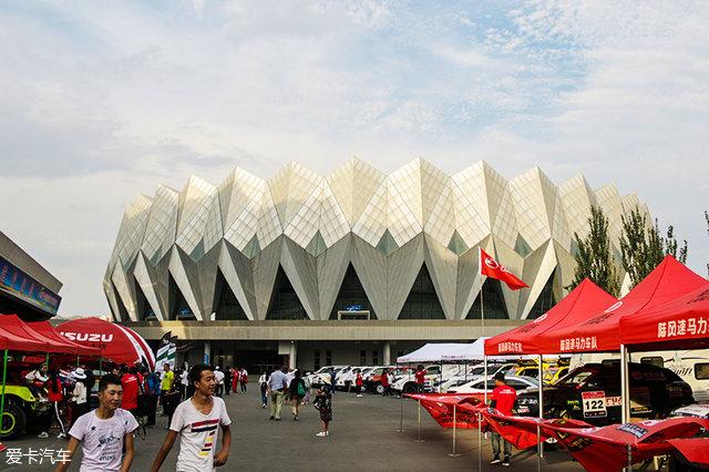 """车前的大营位于西宁市海湖体育中心.这个体育中心建设的十分""""环保图片"""
