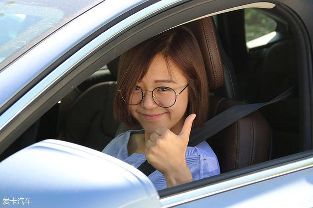 自动泊车 测试;美女司机
