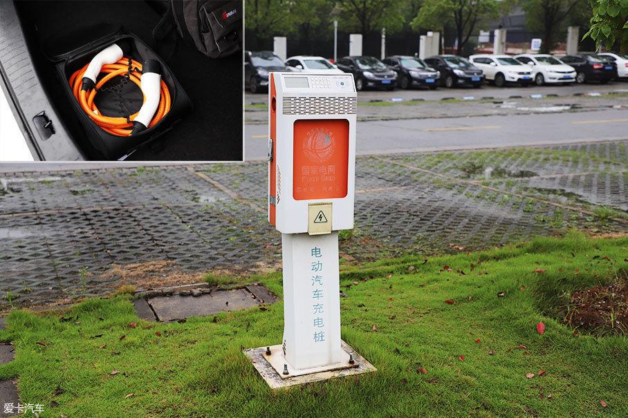 风神E70支持公共快速充电桩/慢充桩、家用慢充等,并随车附赠了套充电设备。而随着充电网络的完善,充电难问题正得到有效解决。