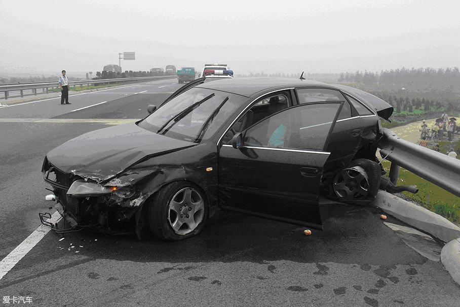 微型车;低速电动车;小型车;碰撞;安全带;采埃孚