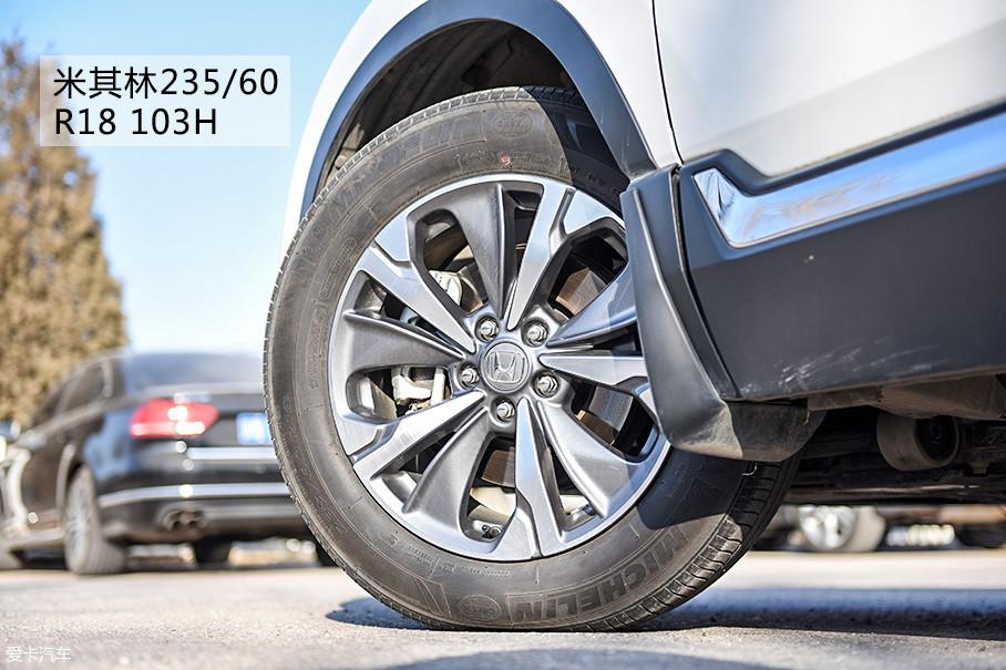 轮胎方面。新CR-V混动采用了和燃油版一致的品牌和类型,三款混动车型的规格和轮圈大小也完全相同。