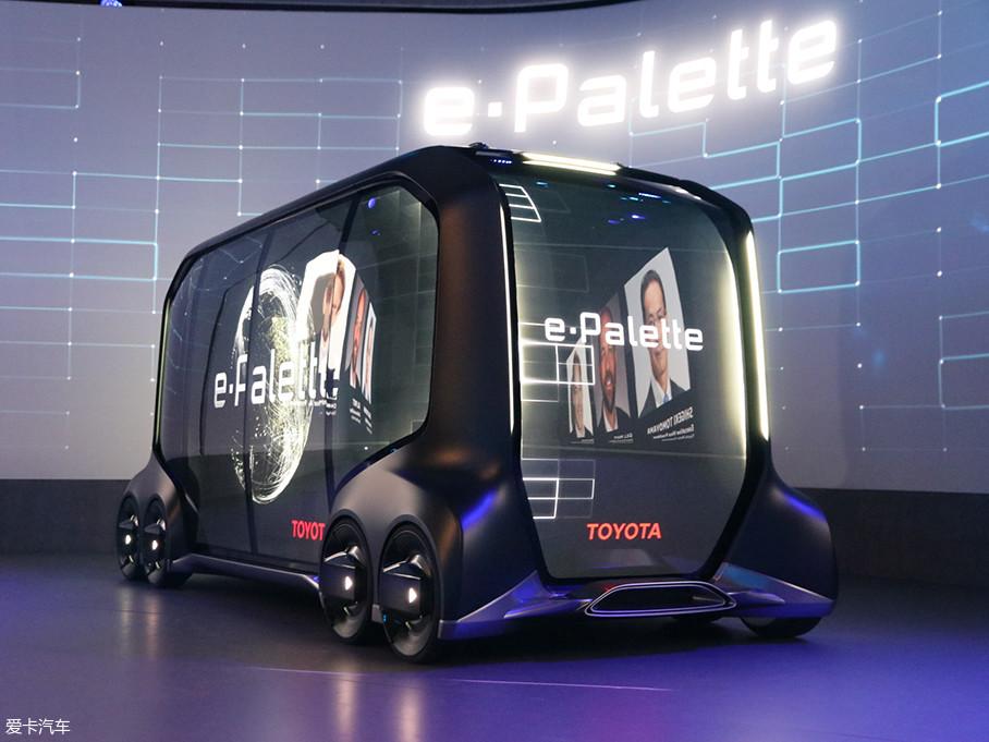 e-Palette Concept根据行李舱单元数量,共设计了车长各不相同的3个尺寸。车长预计为4m~7m左右。CES2018参展车型为:车长4800mm、车宽2000mm、车高2250mm。
