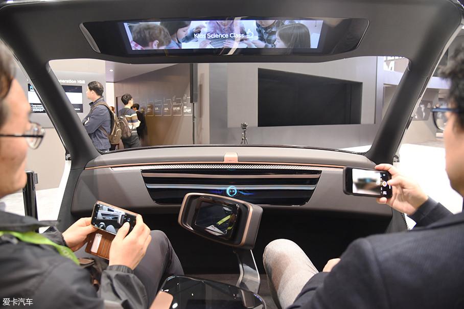 现代MOBIS的这套智能座舱从功能上讲与法雷奥的座舱比较接近。都是偏向乘员识别类的功能,比如驾驶者的心跳、健康状况等。