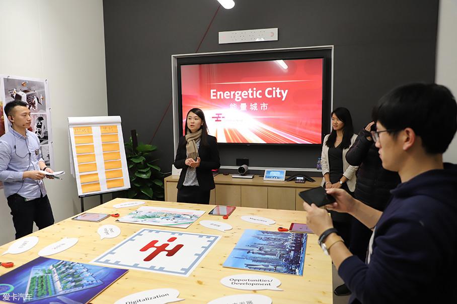 因为大众未来中心对自身的定位是移动出行方案提供商,因此就涉及到城市建设的问题。那么未来中心第一个工作项目就是探讨未来理想城市是什么样。
