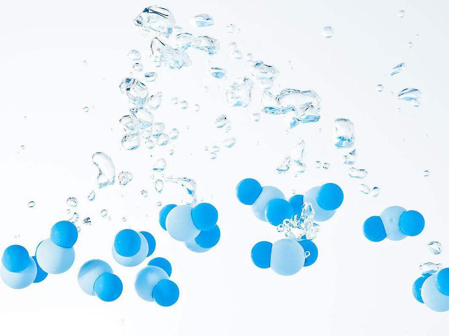 """大家对氢气了解多少呢?两个氢原子和一个氧原子构成一个水分子""""H2O"""",具有超强的反应性,甚至可以制作炸弹,也许就这些了吧。"""
