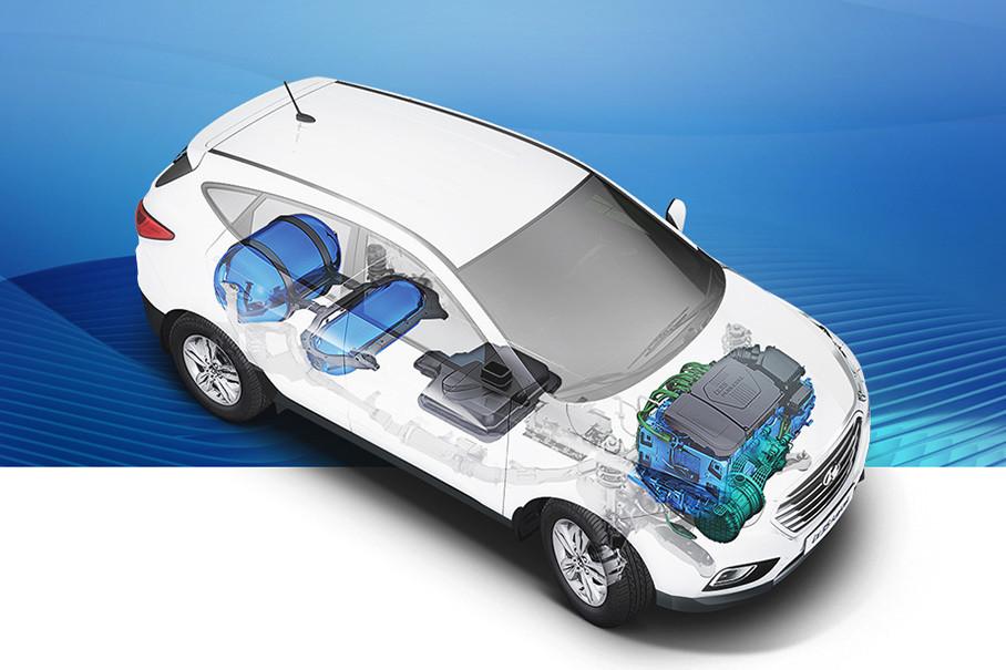 车内装有两个储氢罐,可以储存5.64kg氢,这些氢燃料可以让车子达到415km的续航,而加氢时间也十分短,仅需要3-10min。