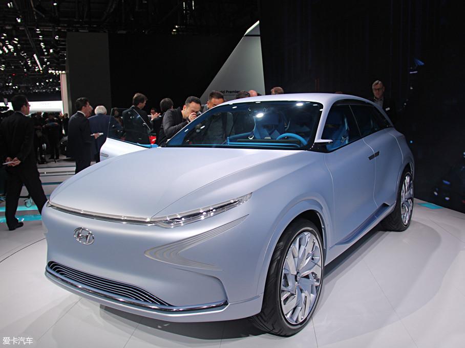 有了技术上的积累,全新一代氢燃料电池车开始浮出水面。在去年的日内瓦车展上,现代发布了一款新能源概念车FE Fuel Cell。