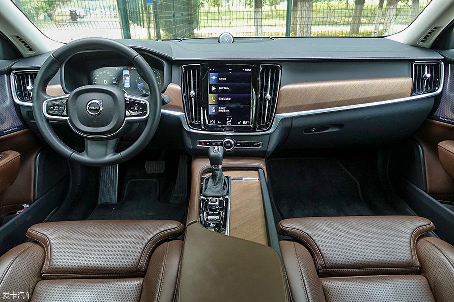 7款C级豪华轿车对比;奔驰E级;奥迪A6L