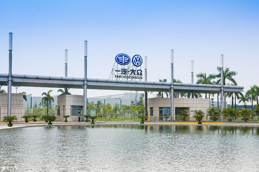 一汽-大众华南基地项目占地166.3万平方米,分一、二期分步实施。其中一期占地100.39万平方米,规划建筑面积45.5万平方米,年产能为30万辆。