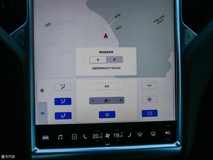 重新设计后的温度控制界面更为紧凑,应用也更方便。点击开关按键即可打开温度控制界面和空调;关闭时,可以通过温度菜单控制或长按底部控制栏中的温度按键。