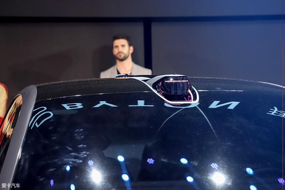 车顶保留了传感器,并与车顶巧妙融合。