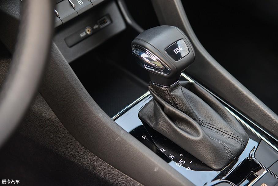 柯珞克全系搭载了7挡双离合变速箱,这款变速箱在大众集团车型上的应用也是相当广泛,用户包括上汽大众帕萨特、凌渡、朗逸和上汽斯柯达速派、明锐等车型。