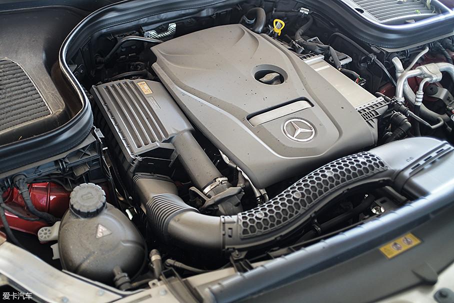 北京奔驰2018款GLC 300搭载了高功率版的2.0L涡轮增压发动机,其最大功率为180kW(245Ps)/5500rpm,最大扭矩为370Nm/1300-4000rpm,官方给出的整车百公里加速时间为6.9s。