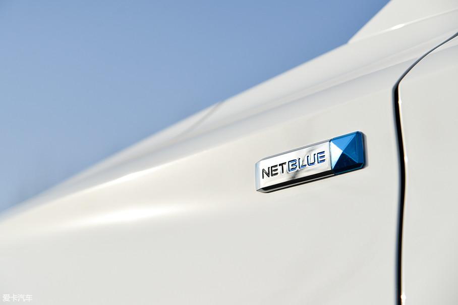前翼子板上的NETBLUE标志代表了上汽蓝芯高效动力科技,在名爵3、名爵锐腾的前翼子板上也能找到同样的标志。