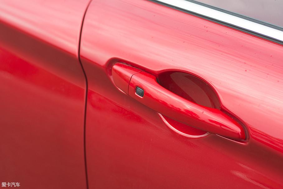 在陆风逍遥1.5GTDI的全系车型上,均配备了无钥匙进入系统。