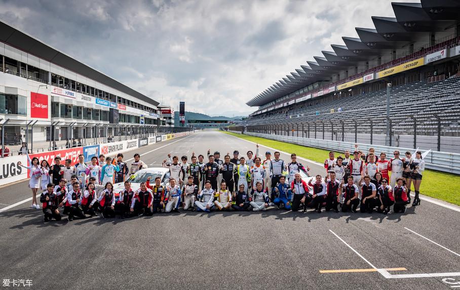 本次日本站除了第二和第三回合的比赛之外,还有日本保时捷卡雷拉杯邀请赛,一共有49辆赛车同场竞技。