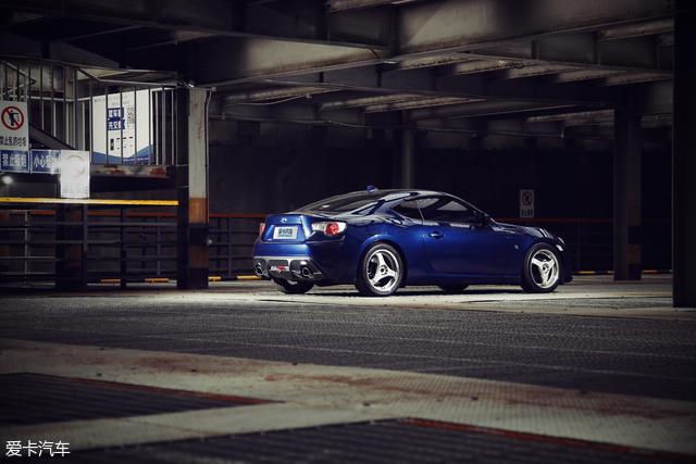 神车之五菱之光与GT86