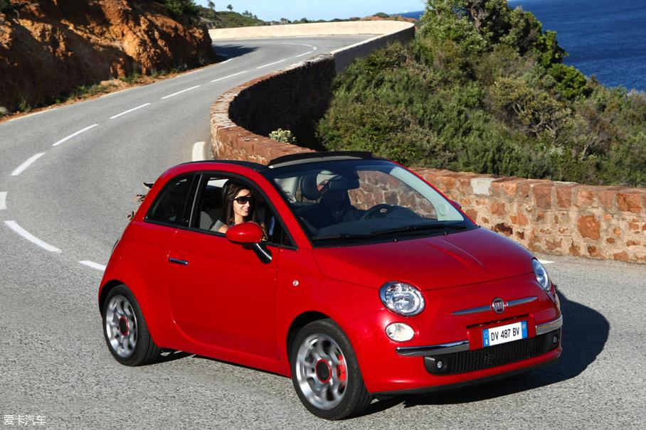 此外,圣托里尼的本地居民开车风格彪悍,在山路里习惯了披荆斩棘(整个欧洲大致如此)。