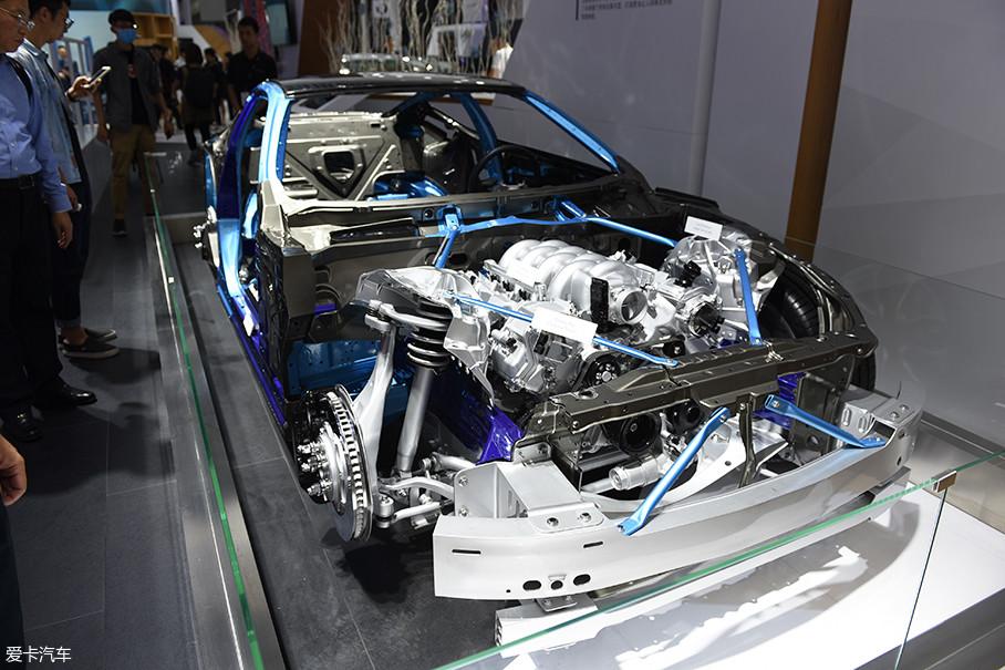 """这辆""""解剖""""开来的LC500车型可以让我们更清楚地看到GA-L后驱平台的重要特征以及设计理念。在不同的车型上虽然会有不同的细节体现,但是其基本构建与设计基因不会改变。"""