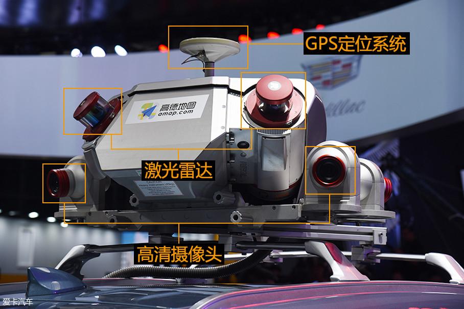 两颗激光雷达布置在后方,并且与水平线呈现出一定的角度,这样的布局是为了能够采集到更多的道路信息,四个高清摄像头分部在采集设备四周,用于生成360°图像。