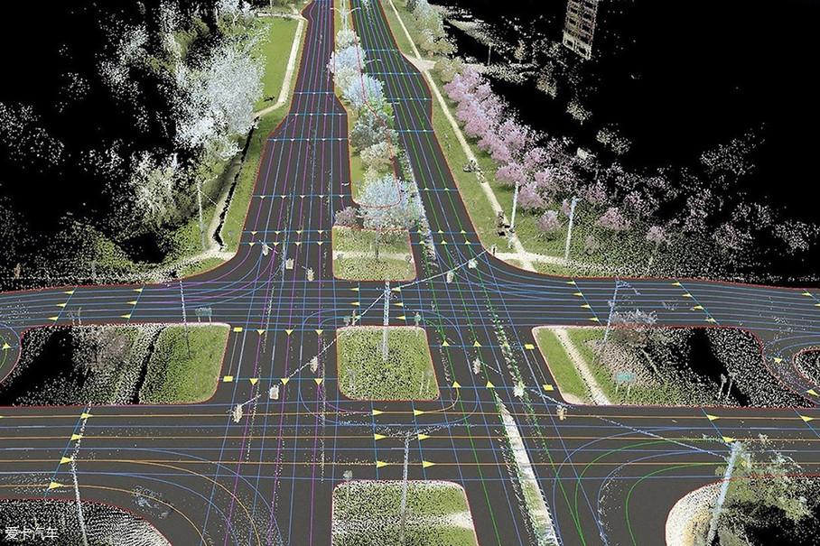 相比之下,高精地图所包含的信息要丰富的多。当然,与传统电子地图不同,高精电子地图的主要服务对象是无人驾驶车。无人驾驶车根据高精地图数据来规划行驶路径。