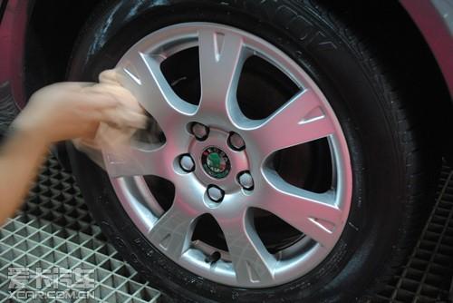 刷轮胎上光剂小心加速轮胎老化
