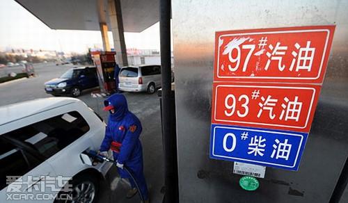 油价的怪象 国外猛跌 国内大涨
