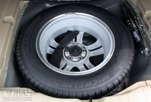 汽车轮胎维修矢量图