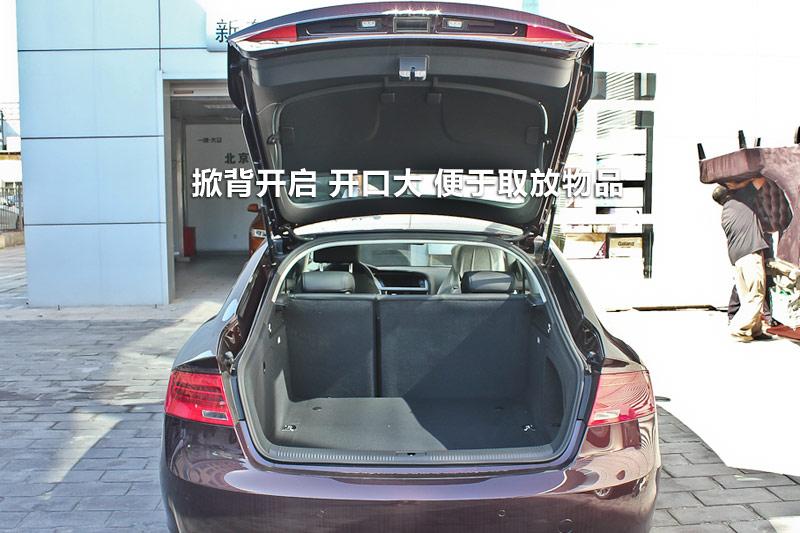 后备箱为掀背式开启,开口很大,放大物件很方便. 62/66