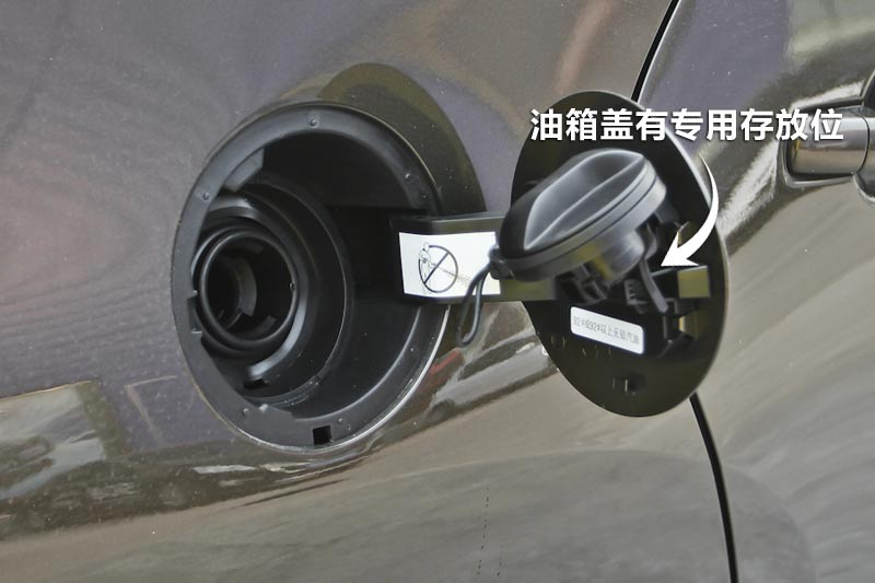 2013款标致30081.6T 自动至尚版油箱盖 标致3008全车详解高清图片